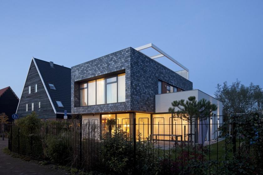 Villa woonhuis leisteen stucwerk aluminium ramen dakterras HOYT architecten