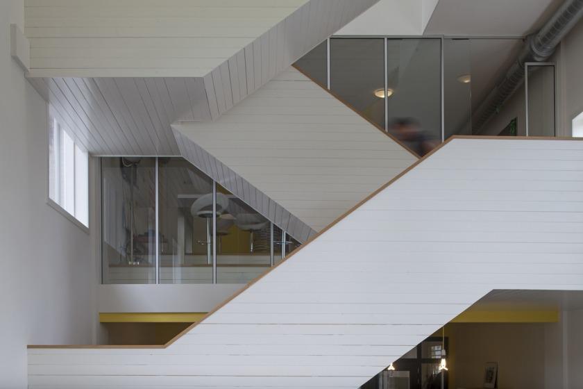 Den Haag kantoor transformatie kerk trap eiken