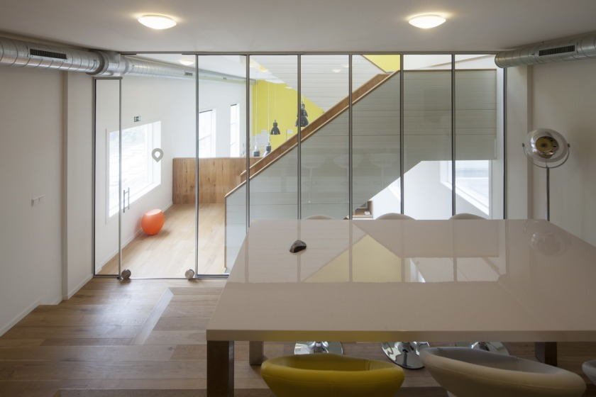 Den Haag kantoor transformatie kerk glazen wand