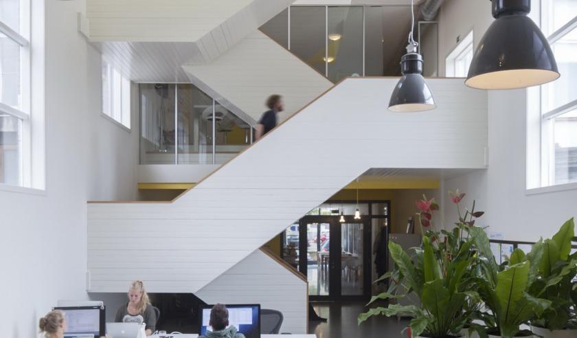 Hoyt architecten transformatie van kerk naar kantoor - Decoreren van een professioneel kantoor ...