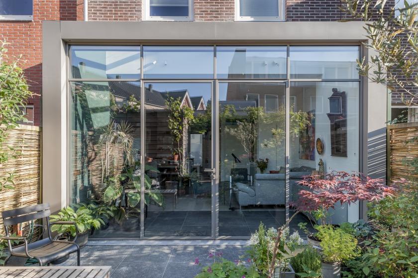 Glazen uitbouw Rotterdam